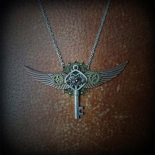 Collier steampunk clé...