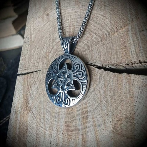 Collier pendentif celtique...