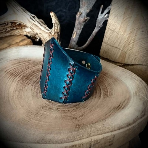 Bracelet femme cuir artisanal corset bleu, gothique, rock, médiéval 4bfadd51b12
