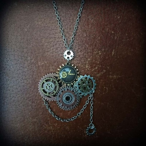 Collier steampunk, horloge...