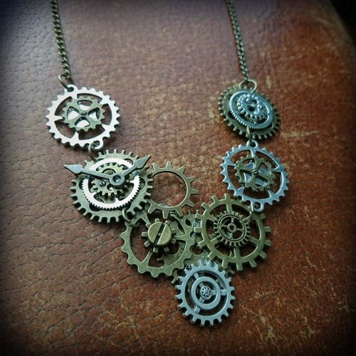 Collier steampunk,...