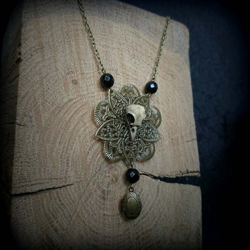 Collier estampe bronze,...