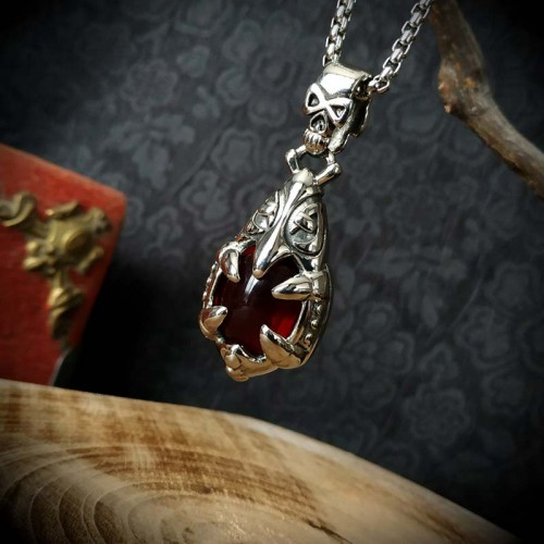 Collier médaillon gothique...