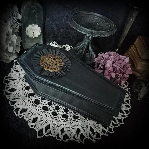 Coffret à bijoux cercueil...