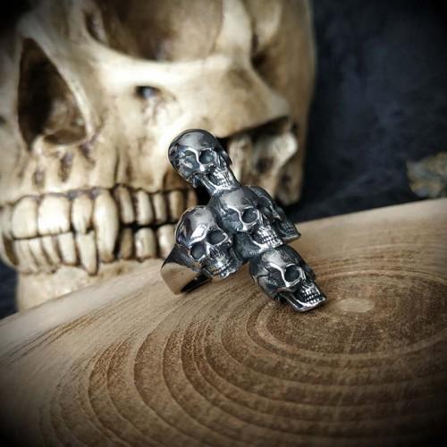 Bague croix 5 crânes en...
