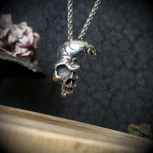 Collier pendentif gothique...