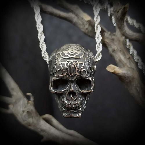 Collier pendentif crâne...