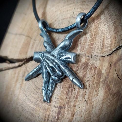 Collier gothique pentacle...