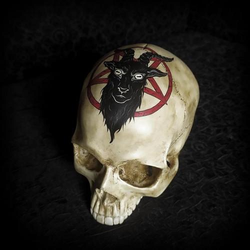 Crâne décoratif, baphomet...