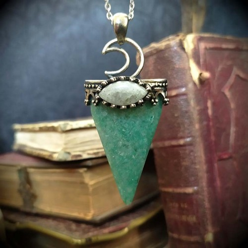 Collier pierre triangulaire...